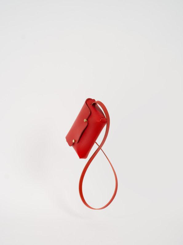 Sac Le Petit en cuir végétal et sans couture, monochrome rouge